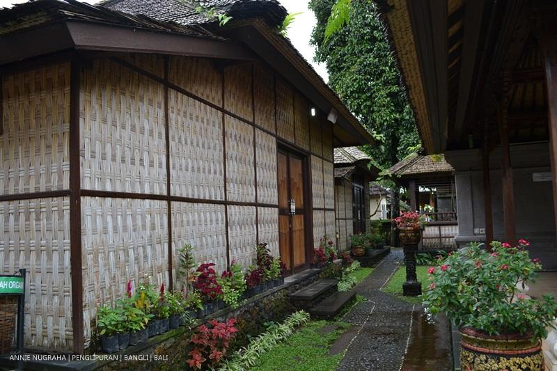 PENGLIPURAN Bali - satu dari sepuluh desa terbersih di dunia