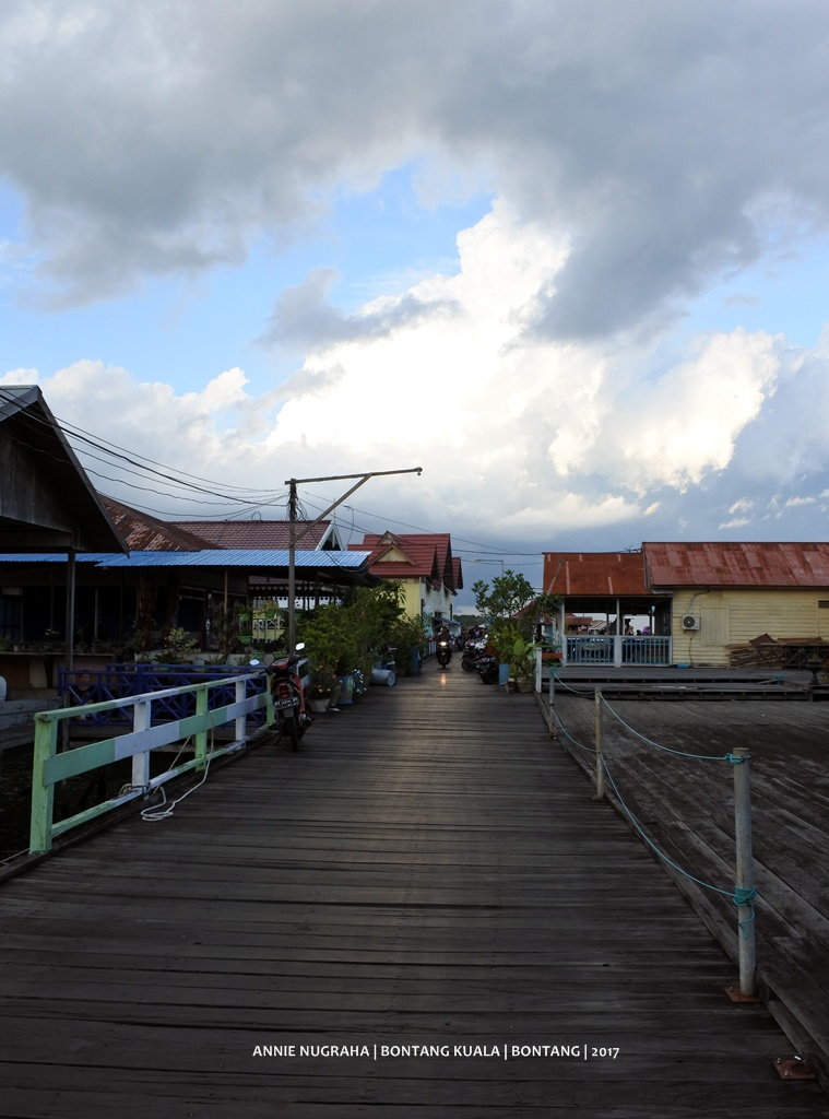 BONTANG KUALA.  Pemukiman Nelayan di Atas Air Yang Sarat Nilai Wisata di Utara Bontang, Kalimantan Timur