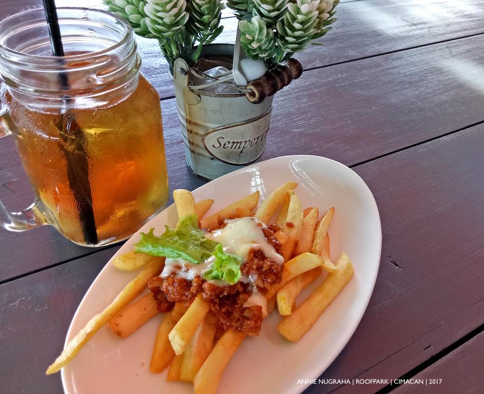 ROOFPARK Cimacan | Tempat Nongkrong Bermandikan Warna dan Bunga
