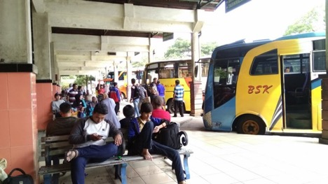 BUS | Teman Liburan Backpacker Yang Paling Setia