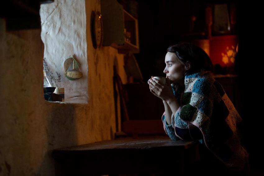 THE SECRET SCRIPTURE | Kecantikan Wanita Yang Membawa Bencana | Resensi Film