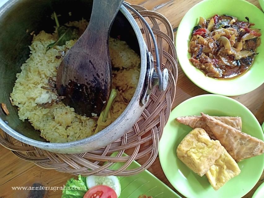 RAJA COBEK | Rumah Makan Sederhana di Pinggir Kali Malang, Cibarusah, Cikarang