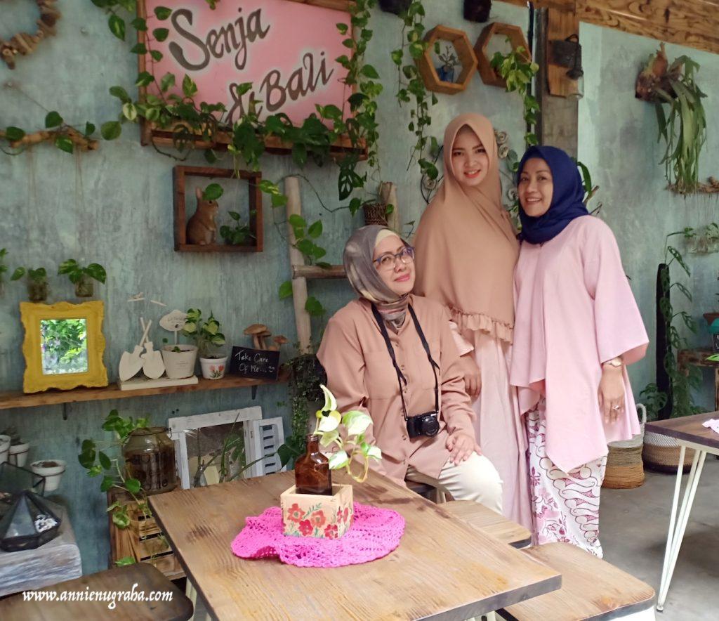 SENJA DI BALI Coffee Shop and Garden. Tempat Nongkrong Asik di Lahan Terbatas dengan Dekorasi Rustik