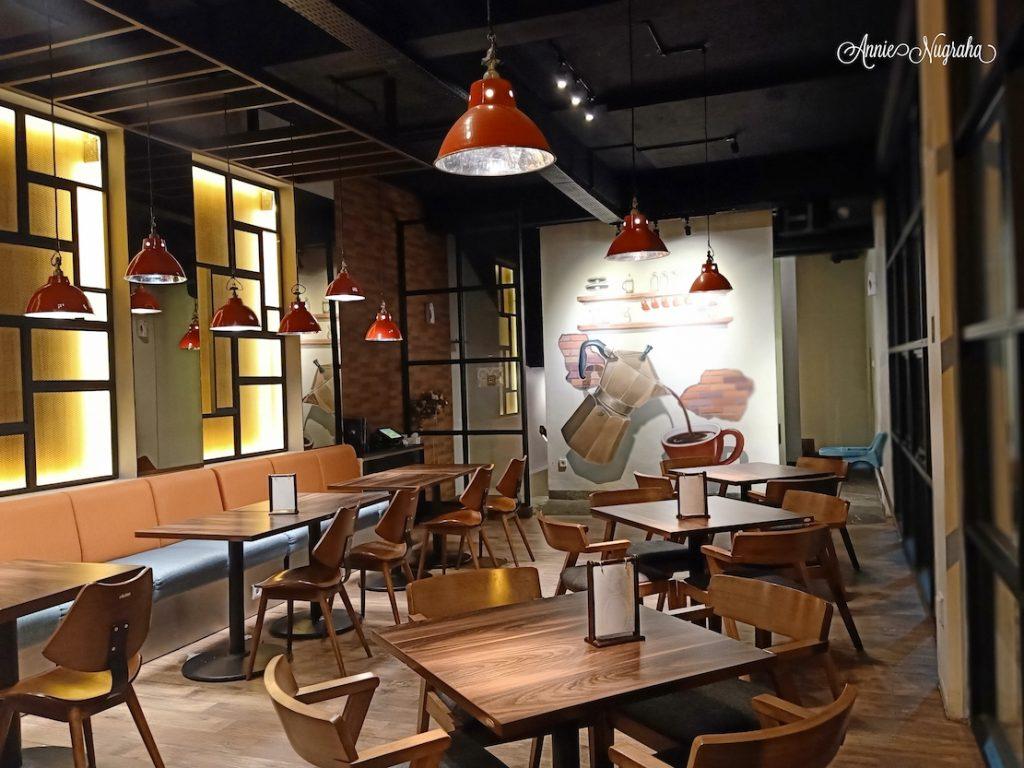 SPATULA COFFEE ROASTER & RESTO.  Tempat Nongkrong dengan Makanan Enak, Tempat yang Istagenic, dan Layanan Berkualitas di Cipanas.
