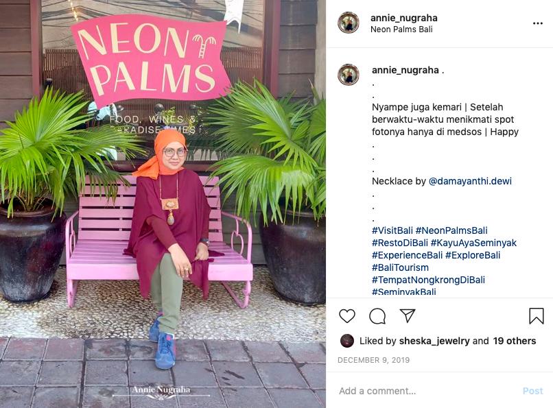 Menikmati Dekor Warna Warni di NEON PALMS BALI