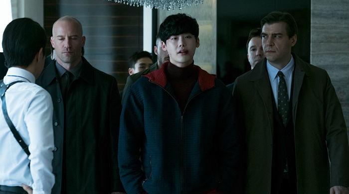 VIP.  Film Korea yang Sarat Ketegangan dan Kejutan.